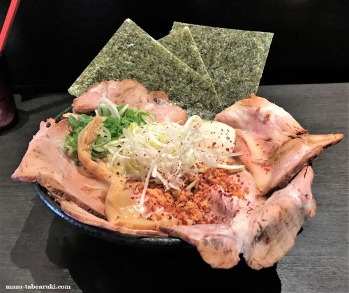 インパクトと食べ応えアリ!!ラーメンこんじき深草店の「鶏白湯塩(特製)」